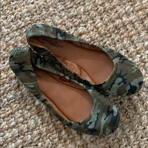 Lucky Brand Emmie Camouflage flats size 10 camo 40